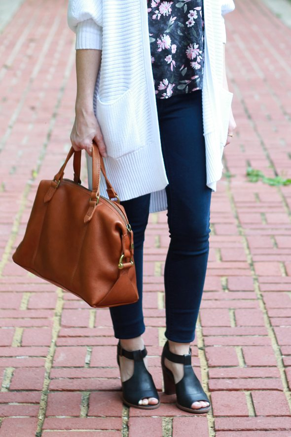 Poor Little It Girl - American Eagle HIgh Rise Jegging Jeans, White Oversized Cardigan and Floral Ruffle Tank
