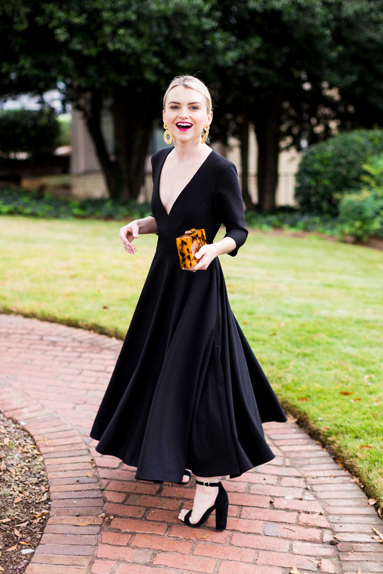 1b836f8cad23 What To Wear To A Holiday Party - The Perfect Little Black Dress - Poor  Little